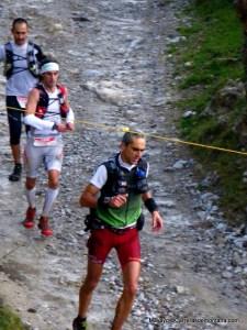 Disputando el 2º puesto tras 80k de carrera en Desafío Cantabria.