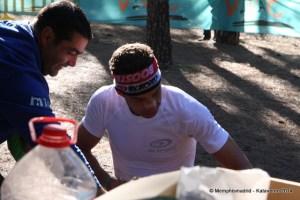 Yeray reponiendo fuerzas en Garañón. Foto: Kataverno.com