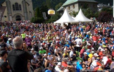 Ultra Trail Mont Blanc: El pelotón de la prueba reina,  a ptuno de tomar la salida.