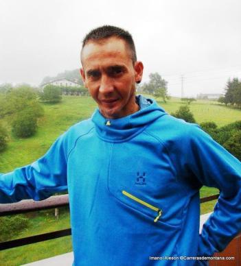 Imanol Aleson con segunda capa de Haglöfs trail running