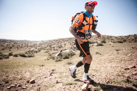 Chema Martinez en el Gobi March- Foto Zandy Mangold