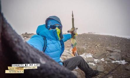 Kilian Jornet en la cima Aconcagua el pasado 15DIC preparando el asalto record de hoy. Foto: SMOL.
