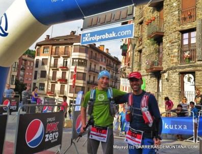Julián y Mario en la meta de Beasaín, tras entrar top100.