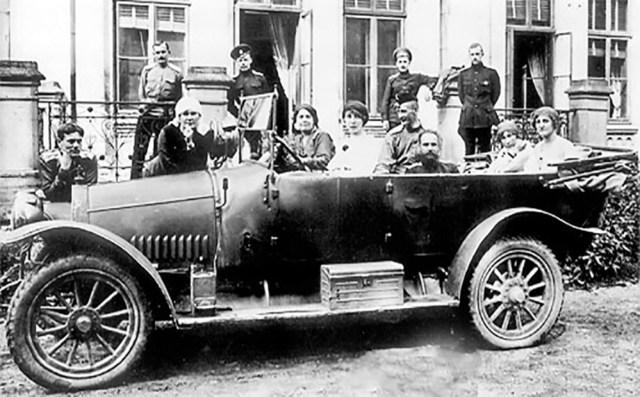 1915. Руссо-Балт С 24/40  военный образец с овальным радиатором.