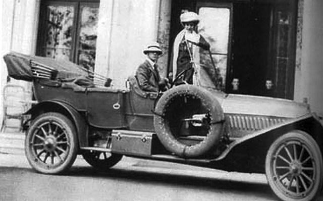 1912 . Великий князь Михаил Александрович с супругой.