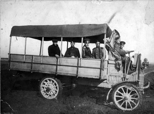 1912.  Panhard et Levassor 2 л.с.  В  Офицерской школе авиации Отдела воздушного флота в Севастополе.