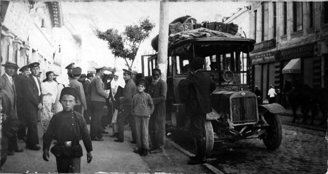1916. Двадцатиместный автобус Gaggenau. Отправка из Евпатории в Симферополь. Ул. Лазаревская,