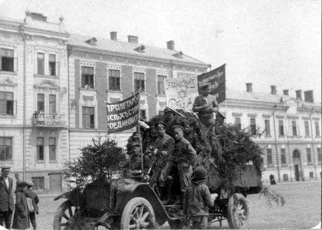 1917. Автомобиль Уайт одной из частей армии Брусилова. Черновцы .