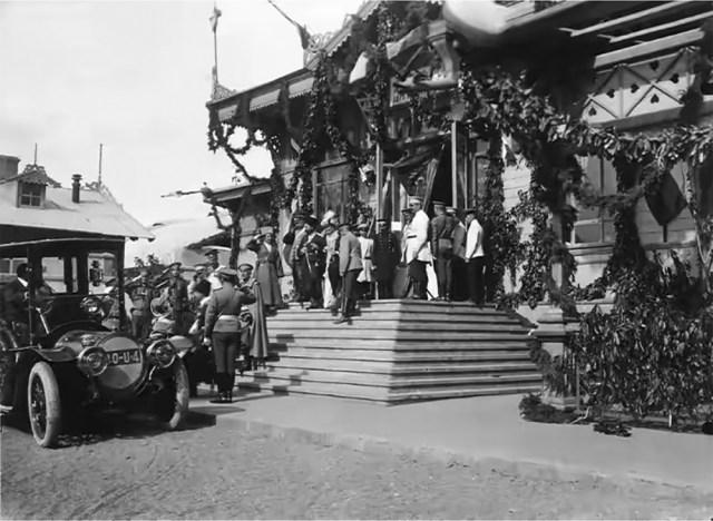 1912. Освящение вагона-церкви архиепископом Инокентием. Тифлис.