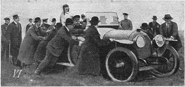 1913. Знаменитый французский летчик Адольф Пегу, застрявший в автомобиле Пежо после выполнения демонстрационных полетов в Петербурге. Огонек №20.