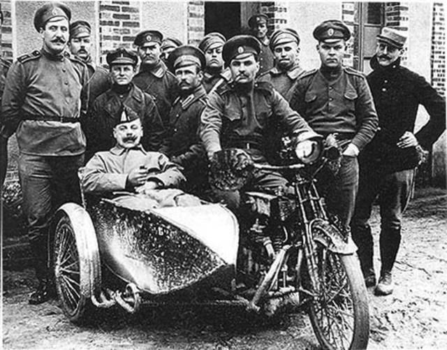 1916. Мотоцикл Harley-Davidson. Русский экспедиционный корпус во Франции. Фото из архива Ж. Бурдаша (Франция).