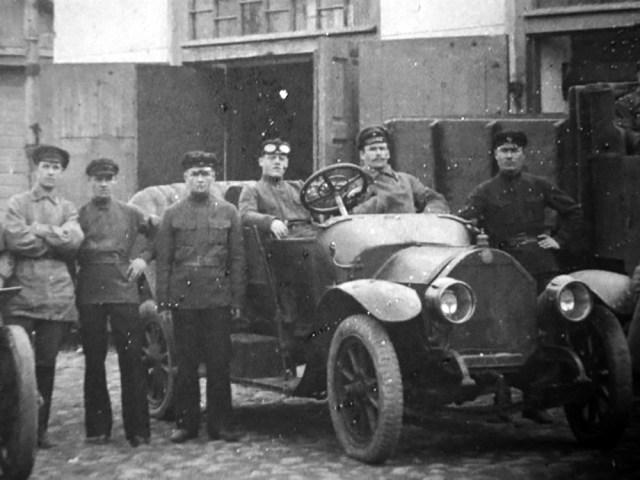 1920-е. За рулем автомобиля Берлие Андрей Михайлович Пермяков. Березняки Пермской губернии.