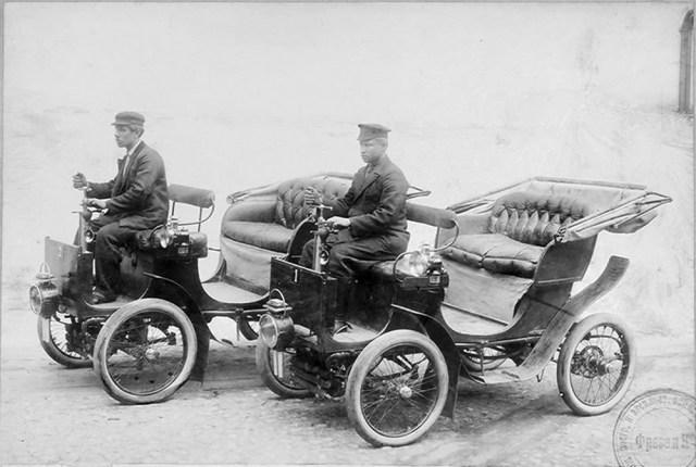 1902. Автомобили Фрезе &Ko служившие во время маневров в Курской губернии при Штабе Петербургского Военного Округа и получившие удостоверение Штаба в полной их применимости для военных целей.