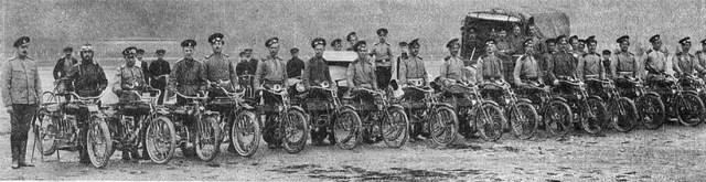 1913. Команда УАР совершившая на мотоциклетках под руководством поручика Халютина круговой пробег по Финляндии в целях выяснения пригодности мотоциклета для военной службы.