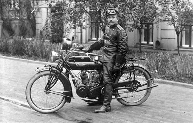 1914-1917. Мотоциклист 44 отдельной мотоциклетной роты. Мотоцикл Indian в Русской Императорской Армии.