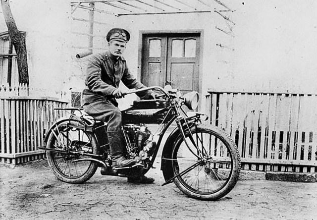 1914-1917. Мотоцикл Indian в Русской Императорской Армии. Лолий Федорович Голдобин из Кунгура на фронте.
