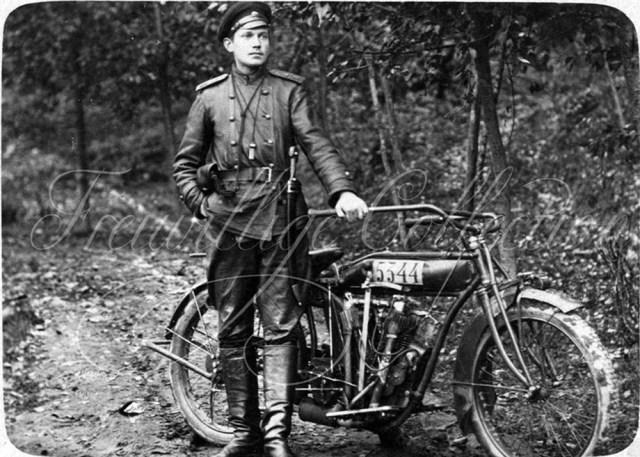1917. Мотоцикл Indian в Русской Императорской Армии. Невель Витебской губернии.