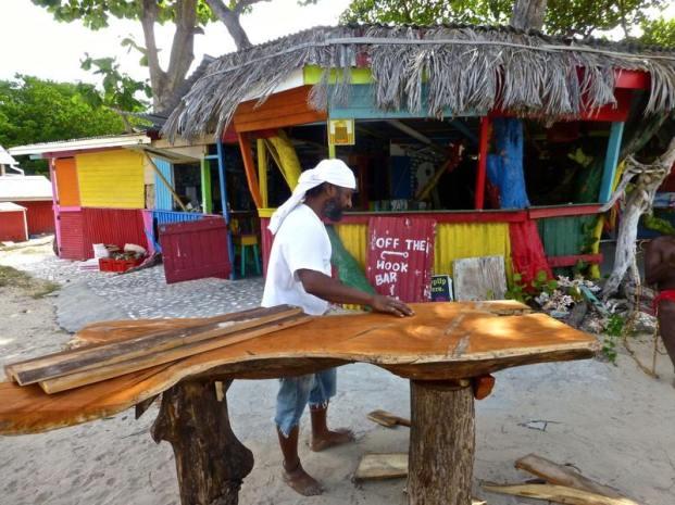 On Paradise beach, off de hook bar and restaurant.