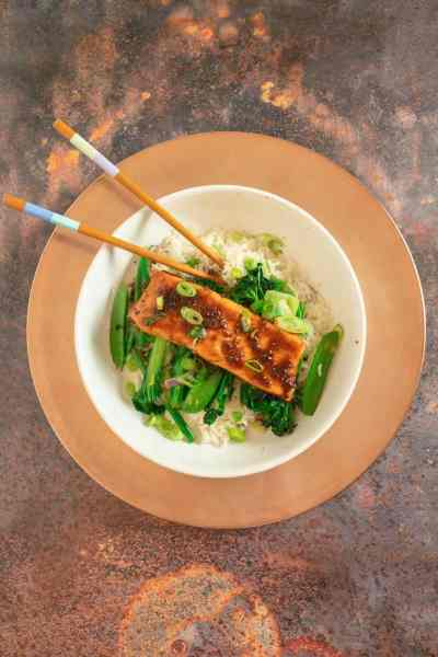 Delicious and healthy salmon baked in a sweet chilli, ginger and soy sauce with stir fried greens. Perfect served over rice for a quick and tasty dinner.
