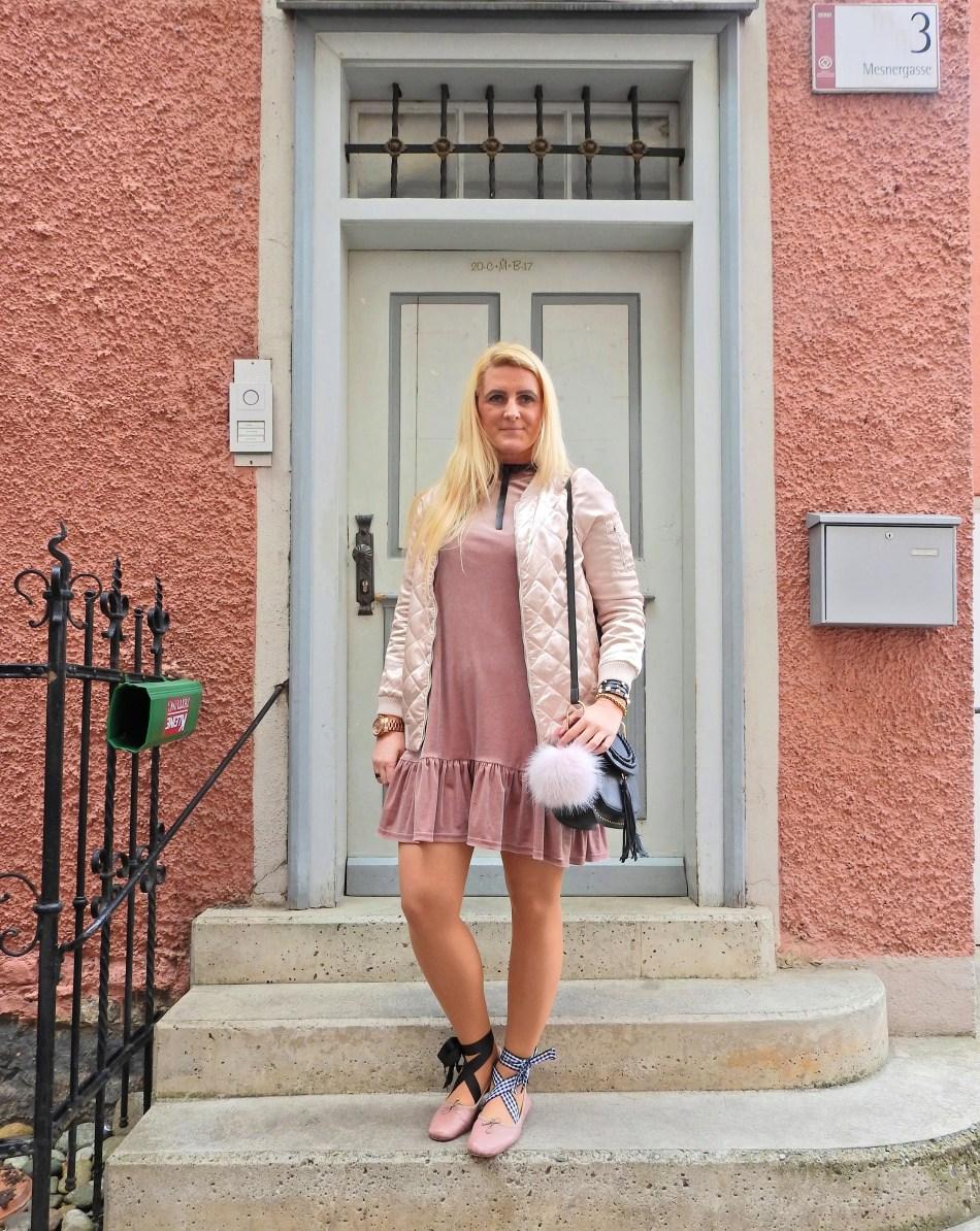Pink Suede Dress, Pink Bomberjacket, Ballerina, Bow Choker