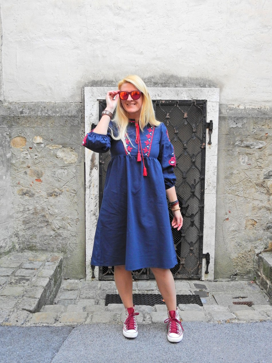 Zaful-Embroidered-Dress-Sneakers-carrieslifestyle-Tamara-Prutsch-Blogger