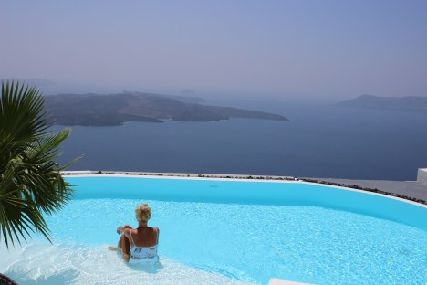 Santorini-Oia-Greece-Travel-Europe-Tamara-Prutsch-carrieslifestyle