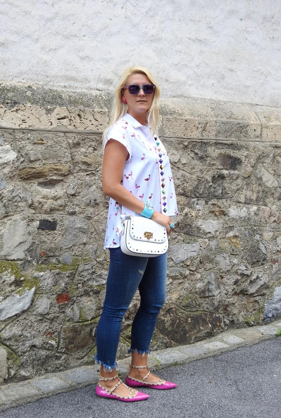 Flamingo-Blouse-Fringed-Jeans-Denim-Valentino-Rockstuds-Bag-Shoes-carrieslifestyle-Tamara-Prutsch
