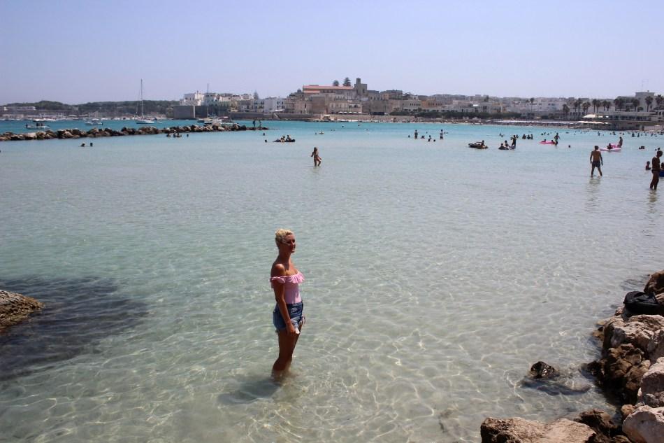 Puglia-Apulien-Beach-Strände-Otranto-Grotta-della-Poesia-Klippenspringen-Roadtrip-Italy-carrieslifestyle-Tamara-Prutsch