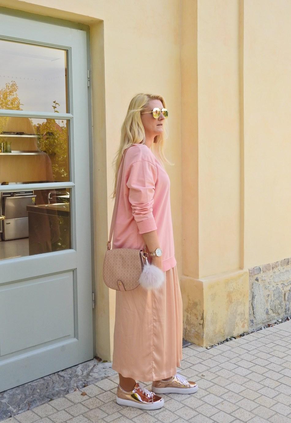 Rosegold-Allinpink-Culottes-Sweater-Daniel-Wellington-Watch-carrieslifestyle-Tamara-Prutsch