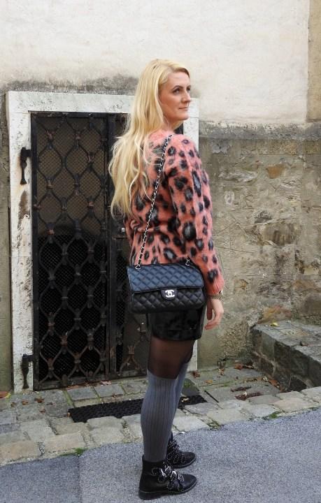 Esprit-Mohair-Sweater-Patent-Leather-Mini-Skirt-Overknees-Chanel-Bag-Esprit-Onlineshop-carrieslifestyle-Tamara-Prutsch