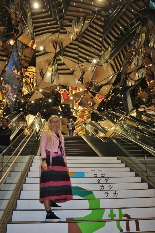 Harajuku-Shibuya-Plaza-Neonlights-carrieslifestyle-Tamara-Prutsch