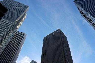Love-Statue-Japan-Tokyo-Government-Building-Shinyuku-Globetrotter-Reisebericht-Reiseblog-carrieslifestyle-Tamara-Prutsch