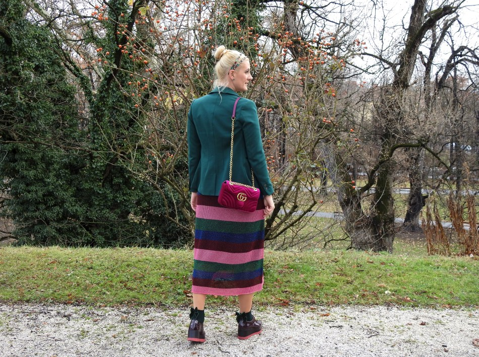 Weihnachtsfeier-Outfit-Firmenweihnachtsfeier-Style-Striped-Dress-Fashion-Socks-Gucci-Bag-Blazer-H&M-Zara-Necklace-Tamara-Prutsch-carrieslifestyle