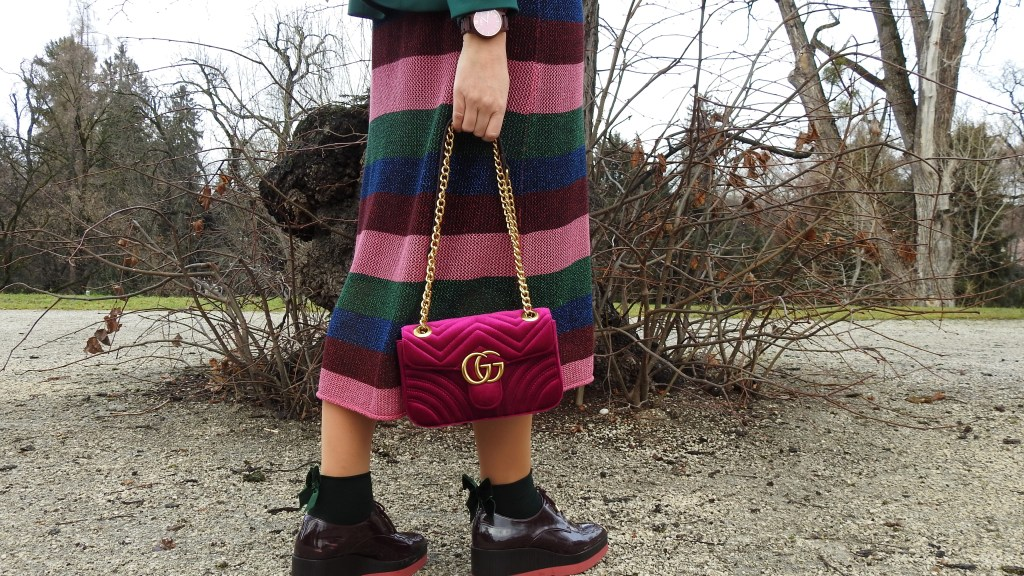 Business-Look-Weihnachtsfeier-Gucci-Bag-Calzedonia-Fashionsocks-Striped-Zara-Dress-carrieslifestyle