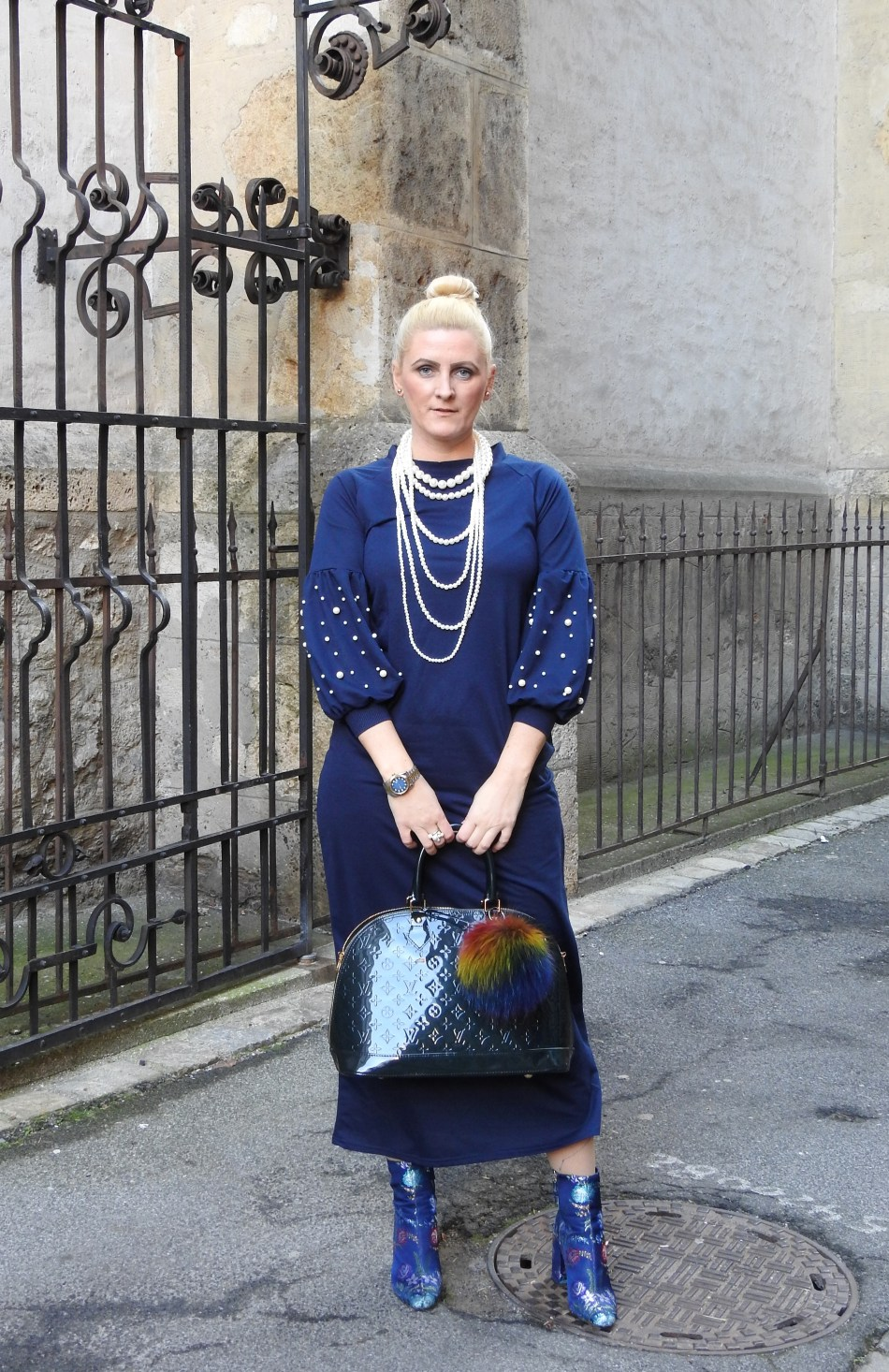 Christmaslook-Festivelook-Maxidress-Pearls-Floralprint-Boots-Zara-Louis-Vuitton-Bag-carrieslifestyle-Tamara-Prutsch