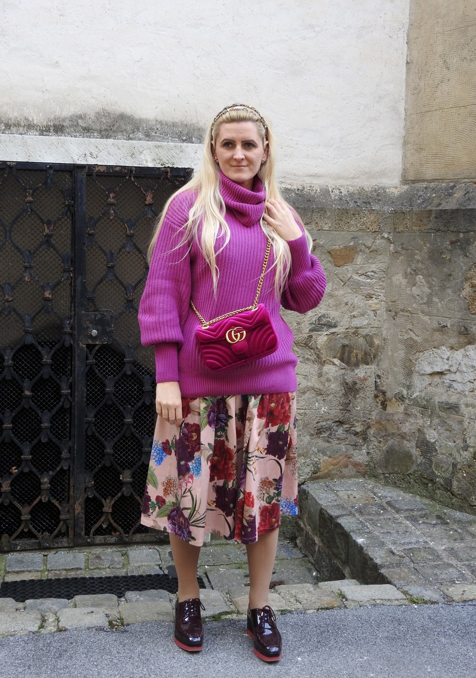 Pantone-Colour-2018-Ultra-Violett-lilac-Flowerprint-Skirt-Zara-Gucci-Velvet-Bag-Sweater-H&M-carrieslifestyle-Tamara-Prutsch
