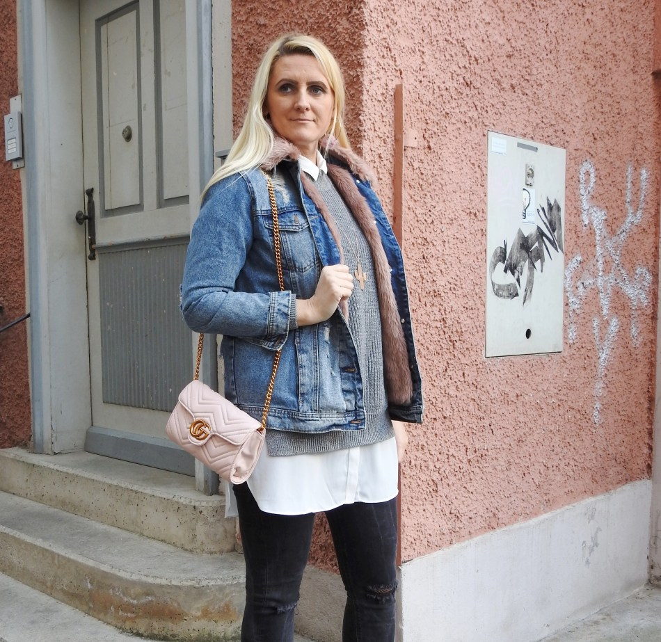 carrieslifestyle-Tamara-Prutsch-Shopaholic-Gucci-Bag-Denim-Boots-Fishnet-Stockings-Fakefur-Jeansjacke-Grey-Sweater