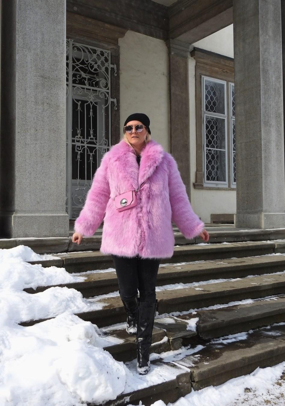 Pink-Fake-Fur-Coat-Faux-Fur-H&M-Patent-Leather-Boots-Black-Denim-Black-Metallic-Sunglasses-carrieslifestyle-Tamara-Prutsch