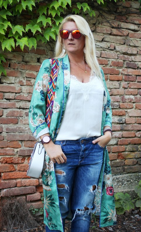 Kimono-Kaftan-Floral-Print-Denim-White-Lace-Shirt-carrieslifestyle-Tamara-Prutsch