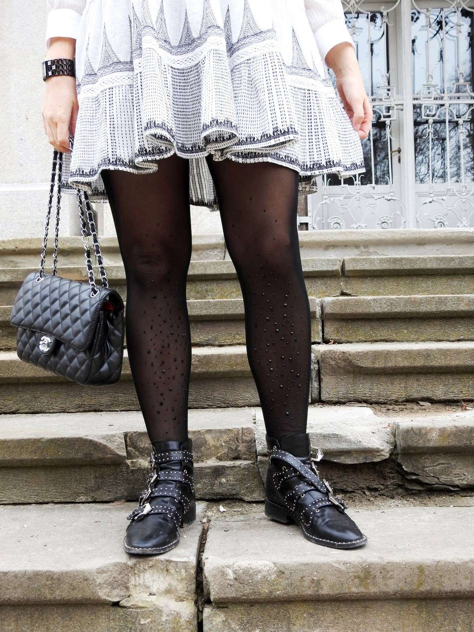 Folklore-Embroidered-Dress-Zara-Chanel-Bag-Pailletten-Stockings-Calzedonia-Studs-Studded-Boots-Givenchy-carrieslifestyle-Tamara-Prutsch