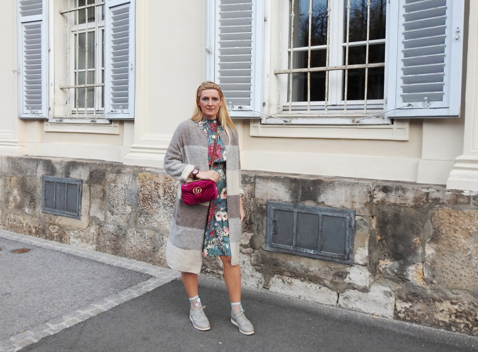 Spring-Springvibes-Springlook-Frühling-Frühlingslook-Blumenprint-Flowerprint-Gucci-Tasche-Guccibag-Fashionsocks-Fishnet-Stockings-Calzedonia-Cardigan-Beige-carrieslifestyle-Tamara-Prutsch