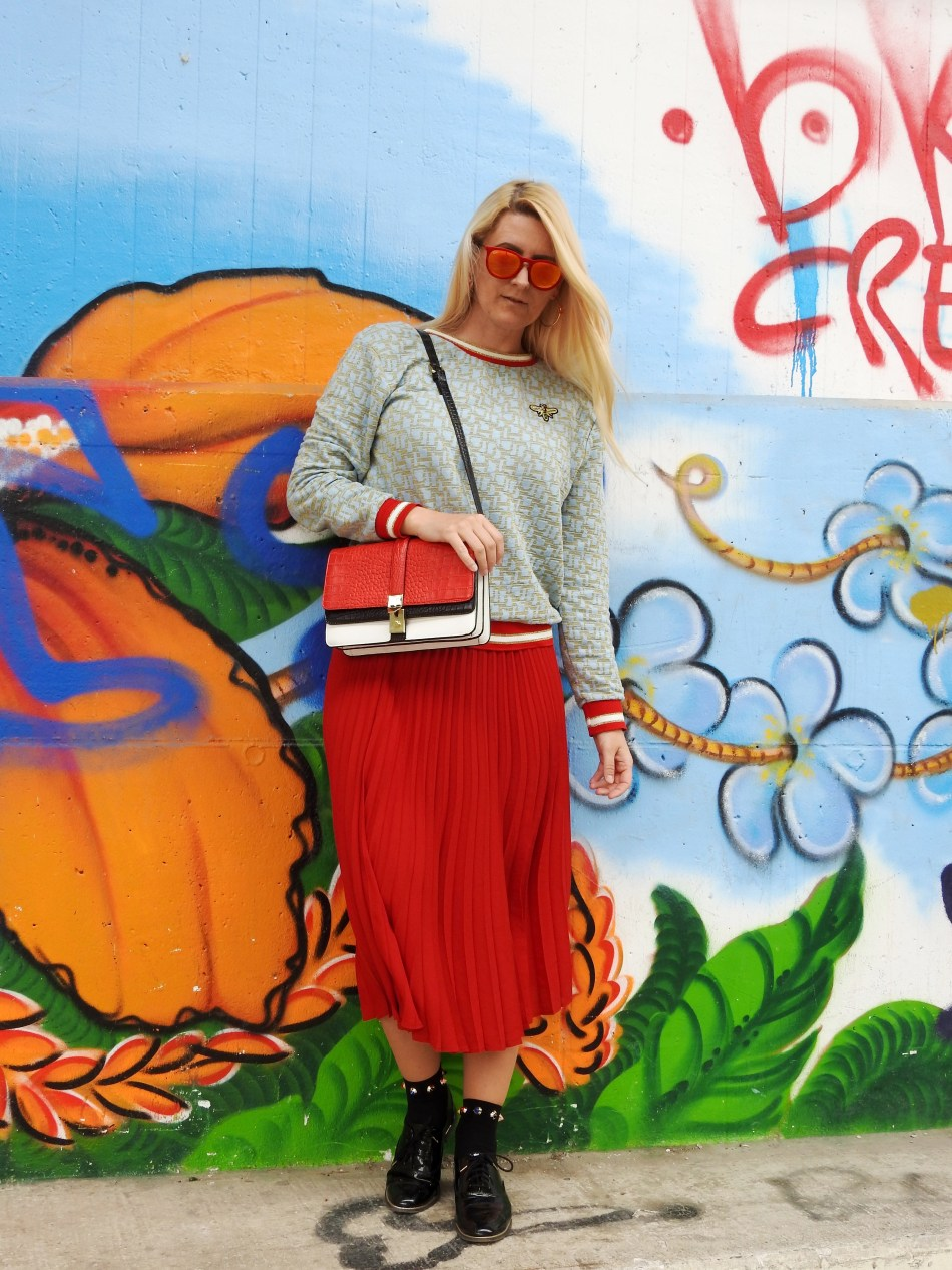 Colourblocking-Plissee-Skirt-Fashionsocks-Calzedonia-Büchner-Sweater-carrieslifestyle-Tamara-Prutsch-Carrera-Sunglasses