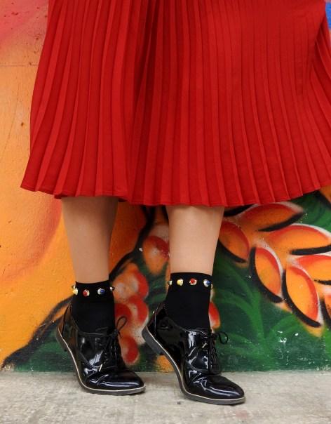 Colourblocking-Plissee-Skirt-Fashionsocks-Calzedonia-Büchner-Sweater-carrieslifestyle-Tamara-Prutsch-Carrera-Sunglasses