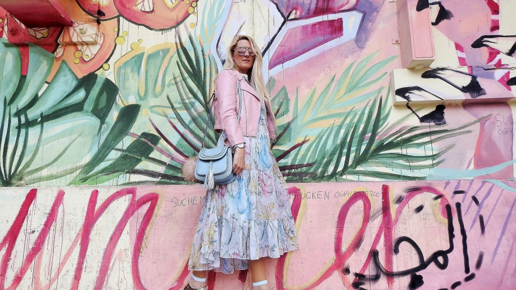 Springvibes-Springlook-Maxidress-Floralprint-H&M-Platforms-Stella-Fashionsocks-Leatherjacket-pink-Zara-carrieslifestyle-Tamara-Prutsch