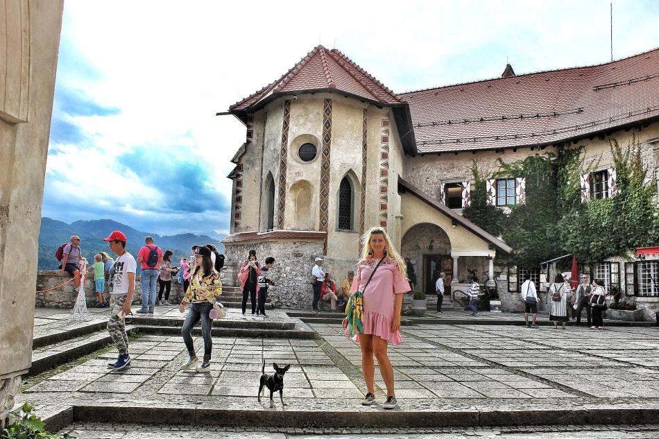 Bled-Castle-Aussicht-View-Lake-Slovenia-Reisebericht-Reiseblog-carrieslifestyle-Tamara-Prutsch