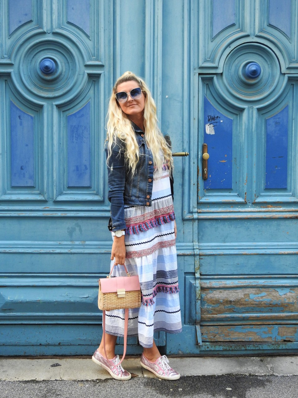 Zara-Dress-pastellfarben-Colourblocking-Basket-Korbtasche-Superga-Sneakers-Pink-Pailletten-Denim-Jacket-carrieslifestyle-Tamara-Prutsch-Summer-Look