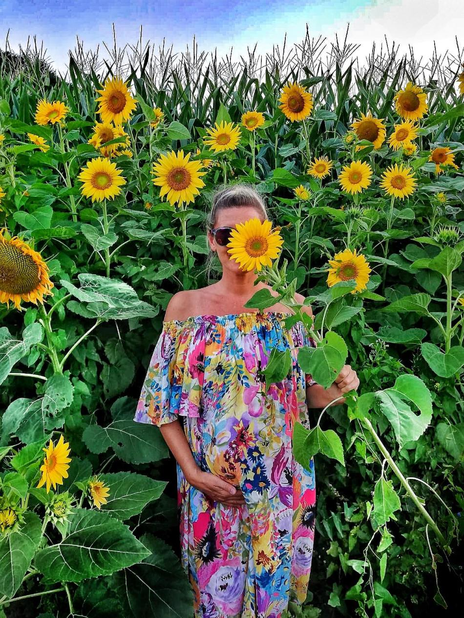 Geburt-Schwangerschaft-Sommer-Sonnenblumen-carriesliefstyle-tamara-Prutsch-Mamablog-Outfit