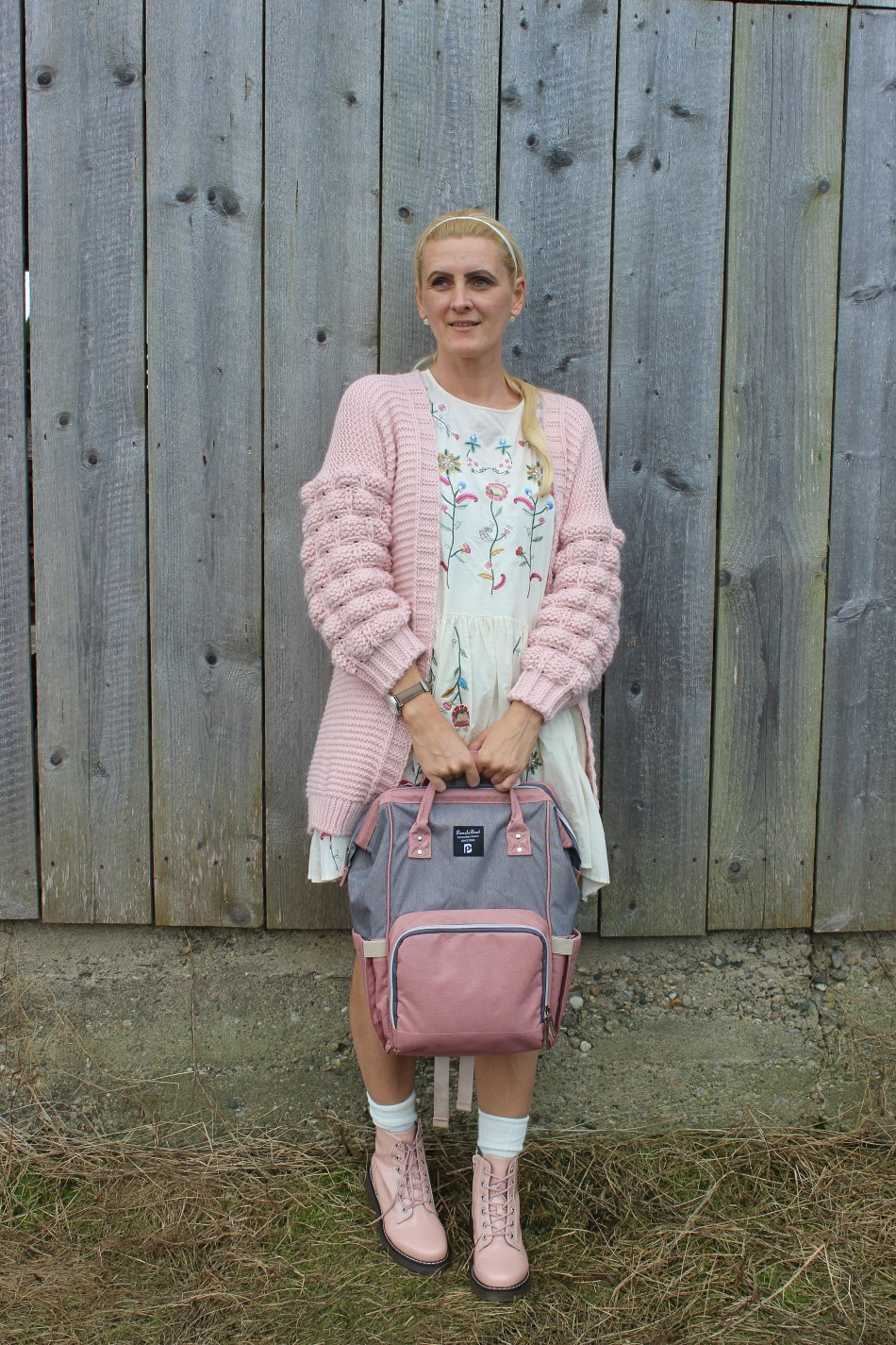 Zaradress-Cardigan-Pink-Boots-Fashionsocks-Wickelrucksack-Baby-Mamablog-carrieslifestyle-Tamara-Prutsch