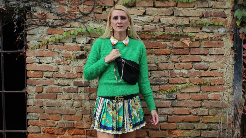 Neon-Kettenmuster-Zaradress-Versace-Boots-Dr.Martens-Deichmann-Guccibelt-Guccigürtel-Gürteltasche-Trend-Chain-carrieslifestyle-Tamara-Prutsch