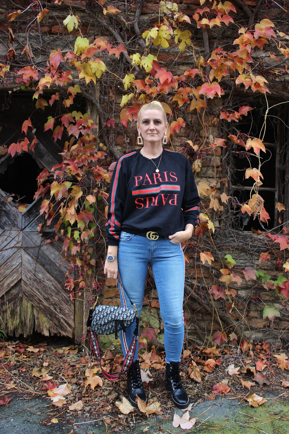 Statement-Sweater-Message-Paris-Druck-Denim-Guccibelt-Gucci-Gürtel-Dior-Saddlebag-Dr.Martens-Boots-Guess-carrieslifestyle-Tamara-Prutsch